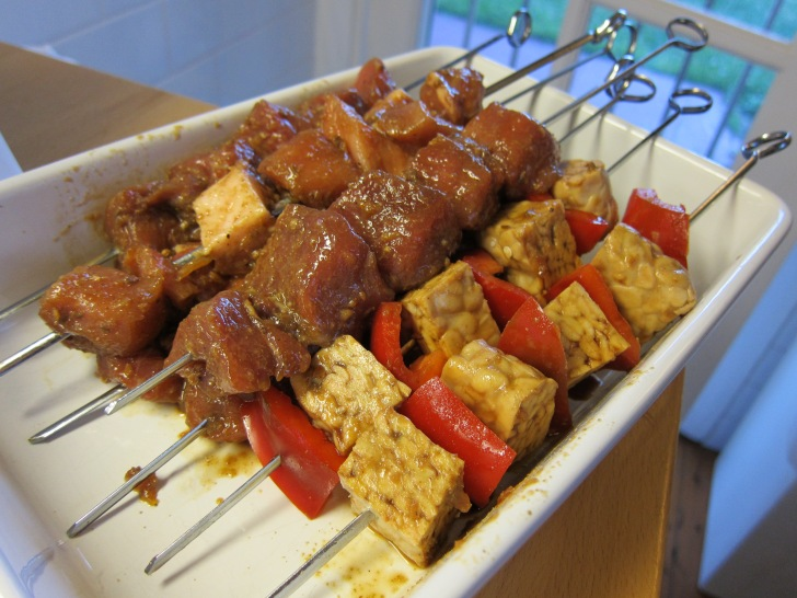 Sate babi and sate tempeh ready to barbecue